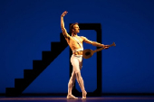 HLAVNI-Balanchine-Apollo-English-National-Ballet